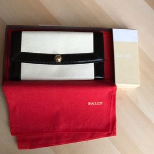 Black/cream leather wallet/clutch